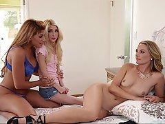 Lesbian, Lesbian, Stepmom